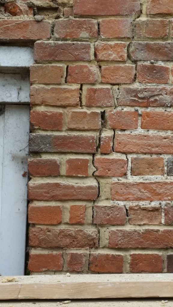 crack-around-doorframe