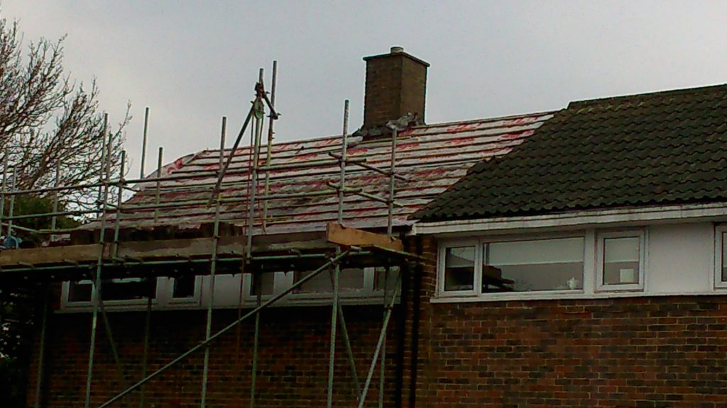 scaffolding-for-new-roof